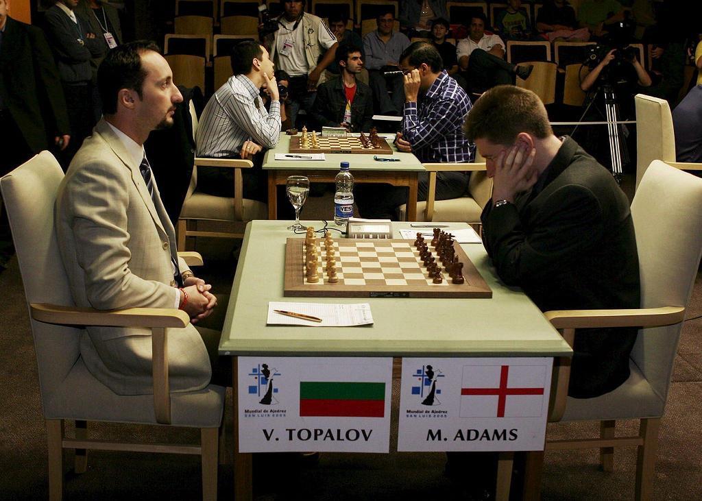 4-й тур: Топалов-Ананд и на втором плане - Касымджананд. Фото ЕРА